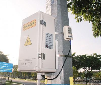 安装在灯柱的感应器具备实时监控、调节灯光及收集环境数据的功能。