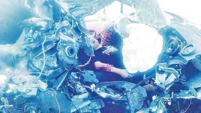 跨薇轿车前总统严重破坏,司机受迫害。