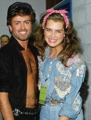 佐治在80年代当红时,曾与女星波姬小丝交往。
