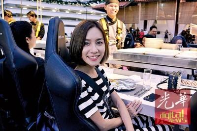地面电台DJ颜薇恩表示,尽管自有惧高症,啊如战胜畏高登上『空中餐厅』尝试佳肴,鸟瞰吉隆坡美景。