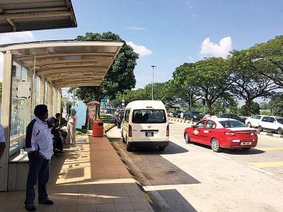 """随着双溪毛糯-加影捷运首阶段开跑,双溪毛糯医院的巴士站在荒废了20年后将会""""起死回生"""",成为衔接捷运站与接驳巴士的站点之一,为当地的民众提供来往医院的交通服务。"""