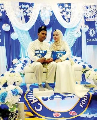 一对马来新人结婚时的照片在切尔西球迷圈广泛流传,因为12月10日举行的这场婚礼充满了切尔西元素。