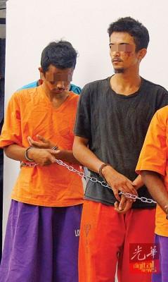 2名嫌犯于周一上午被押上双溪大年法庭申请延扣,由于企图逃脱时与警员发生拉扯,脸部有数道伤痕。