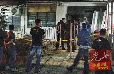 反锁在房内的死者疑是缅甸外劳,警方和治安队员到场调查及了解详情。