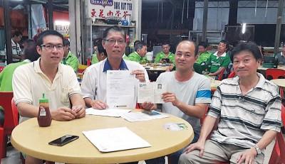 江汉国感谢马华协助,左起郭得晖、许汉宏及钟裕水。