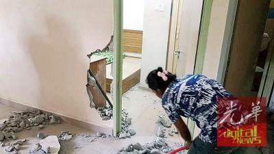 拆行动后,酒店员工正以清理残局。