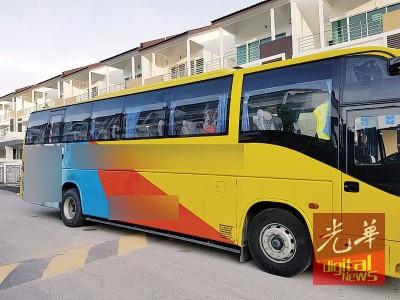 曾有长途巴士直接停在阿姆兰屋前。