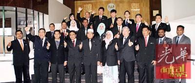 2016年市政局的最后一次月常会议,吴俊益及赛波缺席。