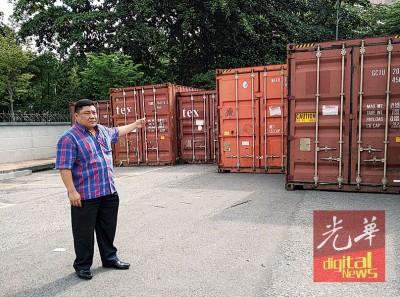 吴国玮用会见持续同市议会反映问题,相信市议会在近年使行动充公货柜箱。