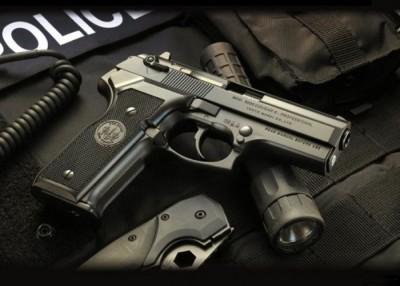 克利夫兰发生警员配枪走火事故,同一名男孩中弹身亡。