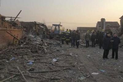 广10多幢房子基本成了废墟,同片混乱。