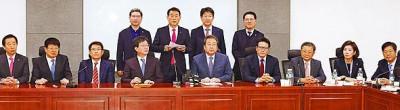 韩国执政党35称议员周三揭晓将给27天脱离新世界党。