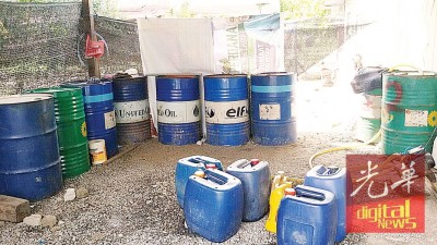 玻州贸消局在巴东勿刹两间住屋,破获2800公升的非法燃油。