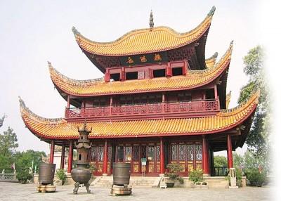 """岳阳楼有""""洞庭天下水,岳阳天下楼""""的美誉,是江南四大名楼之一。"""