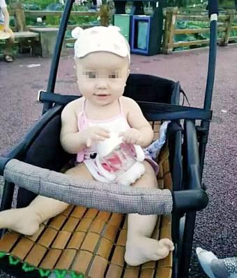 被砸死的女婴。