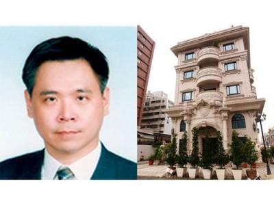 郭国圣,图右为他的豪宅。