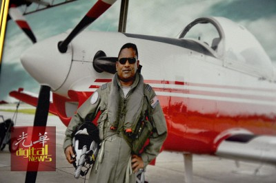 坎亚姆少校1992年正式为大马皇家空军服务,曾在亚罗士打及梳邦空军基地服务,之后再调职回槟城。