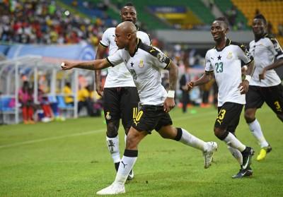 加纳前锋A阿尤(中)罚入全场唯一进球。