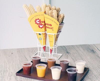 宾馆里之牌子Fiesta,可选择撒上糖粉或肉桂糖粉,重搭配8种起福有全的蘸酱。
