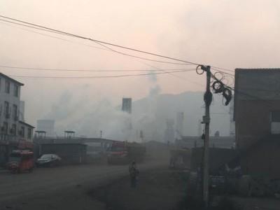 松汀村被大型钢厂、焦化企业三面包围,一年四季都毒气重重。