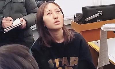 郑尤拉关系非法居留,着丹麦公安局扣押。