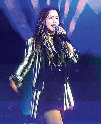 徐若瑄参加除夕特别节目录影。