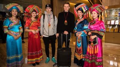 1月7日,冰岛队抵达广西南宁,在酒店中球员们获得了颇具当地传统特色的接待。
