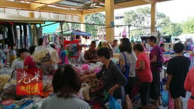 购买干料是家庭主妇必去的档口之一,为是扒手下手之处。