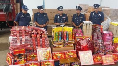 吉打州关税局在边境破获总值16万500令吉的走私爆竹烟花。