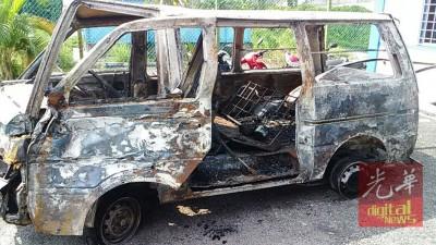 疑犯作案的車子被拖到警局。