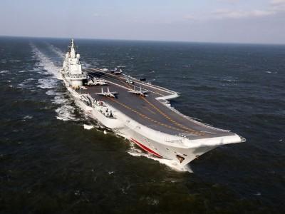 """中国""""辽宁号""""航母编队进入台湾西南防空识别区,台军派员全程监视。"""