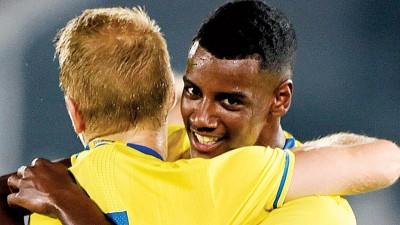 """17岁""""新伊布""""伊萨克成瑞典国家队最小进球者,引众豪门关注。"""