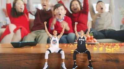 斯蒂芬库里(左)和林书豪(右)参与NBA中国的新春贺岁宣传片。