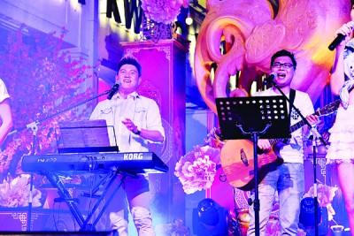 张驻森及陈治豪为Unplugged弹唱环节伴奏及歌唱。
