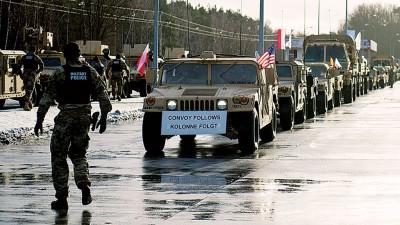 美军车队周四开入紧邻德国的波兰边境城镇,受到波兰军方欢迎。(法新社照片)