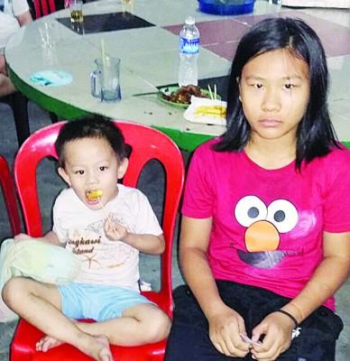 受困屋内的11岁女童和3岁男童所幸被民众及时救出。
