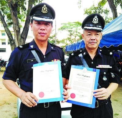 陈荣维(左)和黎文才从助理警监升至警监。
