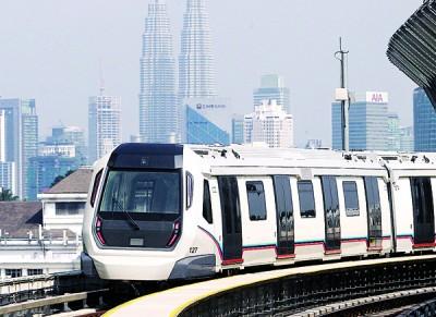 捷运免费试搭一个月,竟有多达百万人乘搭,在收费後,不知反应是否依然热烈。
