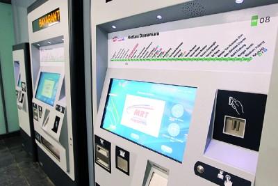 民众可使用贩卖机购票。