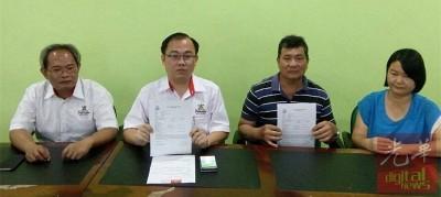 洪义期(左3)和邓丽虹由黄永康(左起)和邱孝利陪同,召开记者会宣布脱离亲子关系。