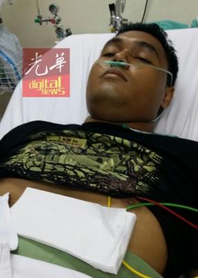 腿部被刺伤的警员经过一天治疗后,已出院休养。