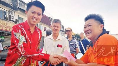 配合即将到来的农历新年,张盛闻特地前往雪州班丹区,为当地残疾与乐龄人士送上红包与日常用品。