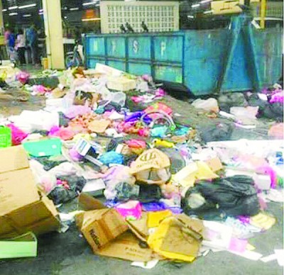 PENANG KINI上载才能园巴刹垃圾堆积的恶劣情况画面。