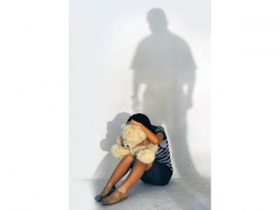 女儿自10岁在家中被父亲非礼,哑忍六年后终于报警揭发父亲兽行。(示范照)