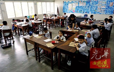22名学子同聚一堂,聆听老师讲解课堂第一课。