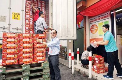 余锦明透露,每货柜运抵的芦柑共有6000箱,而阳光百货市场集团于今年预计同样将会进口30货柜的芦柑。