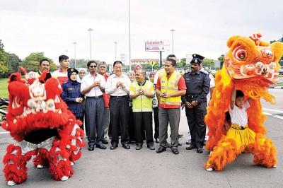 林峰成为新春道路安全运动开幕。