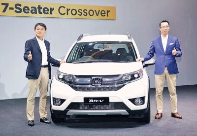 林克人(右)及安部典明推介国内首款HRAP车型全新BR-V。