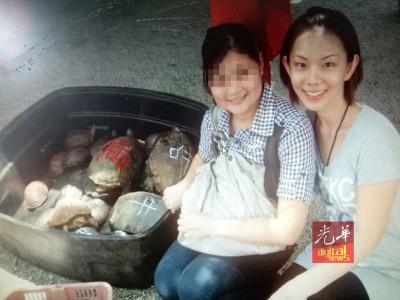 一度同女主角是挚友的风水师大女儿带女主角(右)去放生。