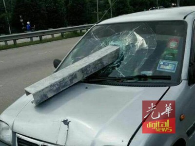 罗里铝板直砸灵鹿轿车的挡风镜,庆幸没酿出人命。